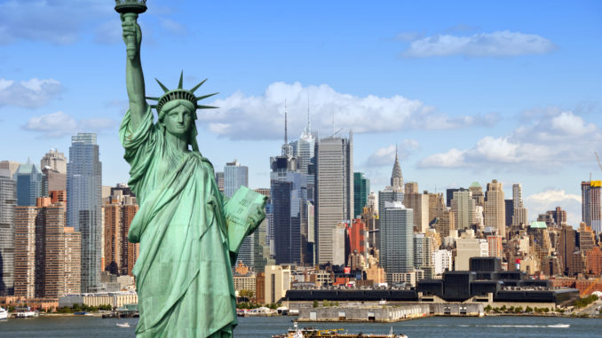 a-photo-of-new-york-skyline-and-statue-of-liberty-3-days-in-new-york