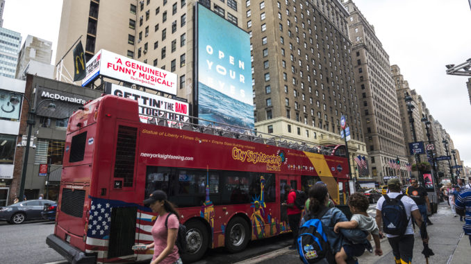 Tour bus takes sightseers round the city for New York tours