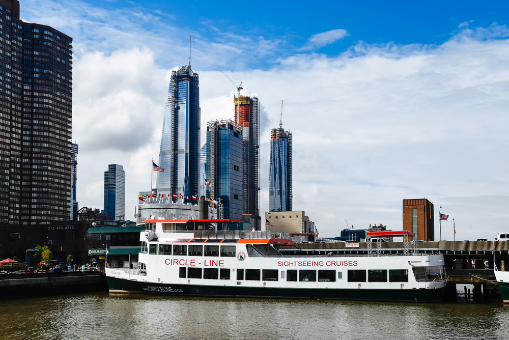 a-pictiure-of-a-cruise-ship-on-the-hudson-river-3-days-in-new-york