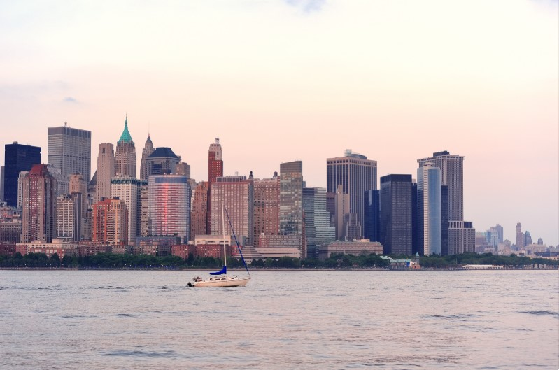 picture of a sailboat on the hudson river new york dinner cruises